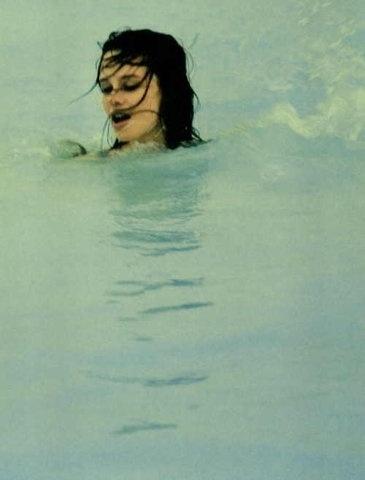3276862465ee9e1b2f809f3f3ed281d22624b64a_m.jpg 365×480 pixels #photography #water #girl #swim