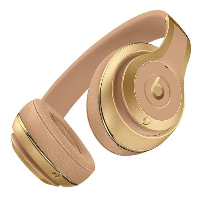 Balmain x Beats by Dr. Dre Headphones Kylie Jenner for Balmain x Beats by Dr. Dre headphones. #BALMAINBEATS #Powerbeats3Wireless #StudioWire