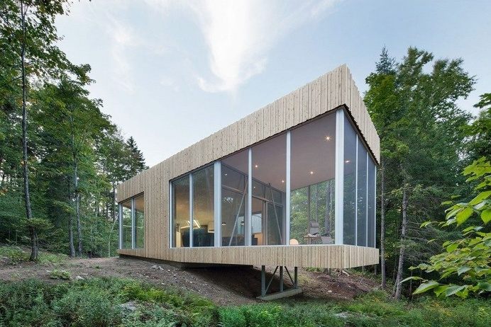Low Rise House with a Sinuous Shape Guided by the Surrounding Nature 13
