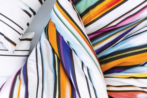 Laura Knoops — Graphic Design, Textile & Video ZigZagZurich #bedding #knoops #pattern #zigzag #color #colours #video #textile #bed #linen #zurich #kinetic