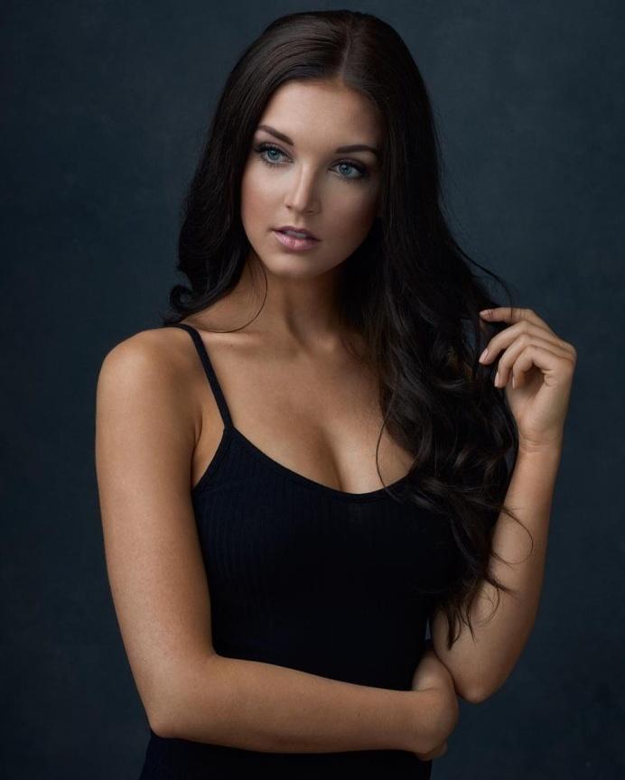 Beautiful Female Portraits by Mark Tiu