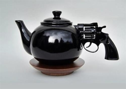 Ju est fou - Nice Gun Teapot! #teapot #gun #design