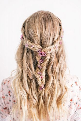 We've assembled a gorgeous collection of wedding hairdos for long hair including chignons, waterfall braids, classic half-up, half-down styles, fishtails, flower crowns, buns, updos and ponytails, and some hairstyle options for curly or wavy hair.