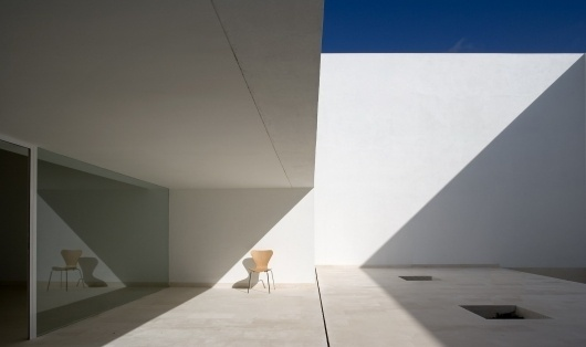 Guerrero House | Minimalissimo #house #chair #guerrero #architecture #minimal #light