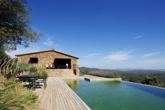 Gavarres Weekend Home – Spectacular Renovation of an Old Farmhouse