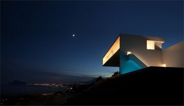 House on the Cliff by Fran Silvestre Arquitectos #minimal #home