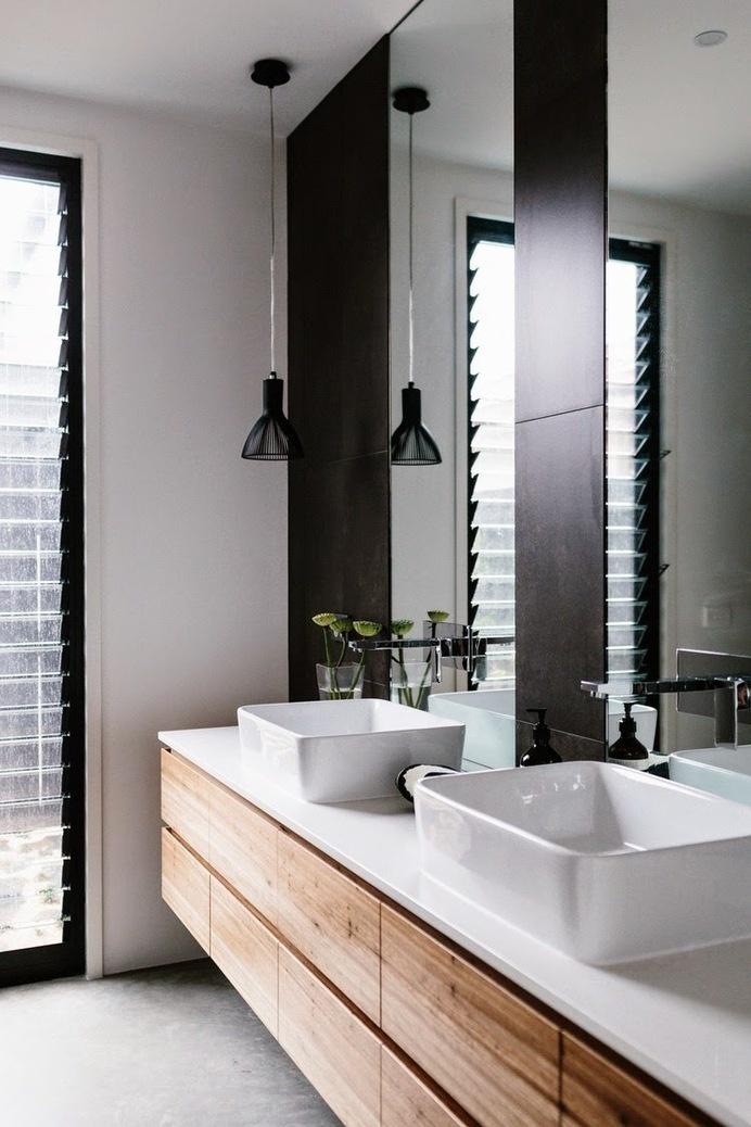 The Design Chaser: Interior Styling   Black Accents in the Bathroom #interior #design #decor #deco #decoration