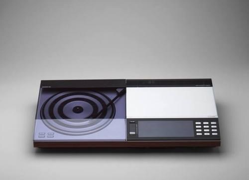 MoMA | The Collection | Jakob Jensen. Beocenter 7000 Radio-Turntable-Cassette Combination. 1979 #demark #radio #aluminum #turntable #cassette #jensen #design #industrial #jakob