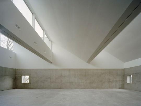 (via Lotta Agaton: TVA) #interiors #roofs #architecture #sawtooths #light