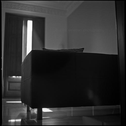 I'll subtract pain by ounces | Flickr: Intercambio de fotos #sofa #white #house #black #minimalism #jordi #esteban #photography #and #light