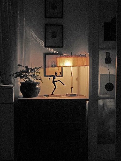 Dancing #interior #lamp #picture #ballet #living #dancing #home #table #desk #flower #light #room