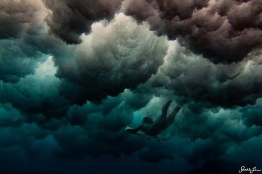 Фотограф Sarah Lee (Интернет-журнал ETODAY) #surfing #sport #clouds #water