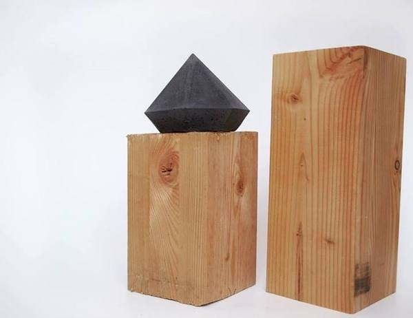 black concrete diamond // FrauKlarer #concrete #diamond #frauklarer #concretediamond #black #geometric #minimalist