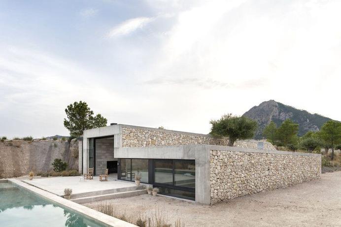 Mount Maigmo House / Alfredo Paya Benedito