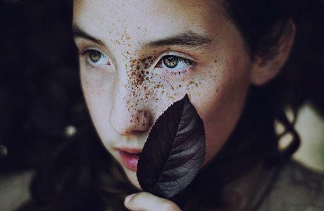 Sunday Pleasure – Homemade Smoothies   iGNANT.de #photo #portrait #freckles #leaf