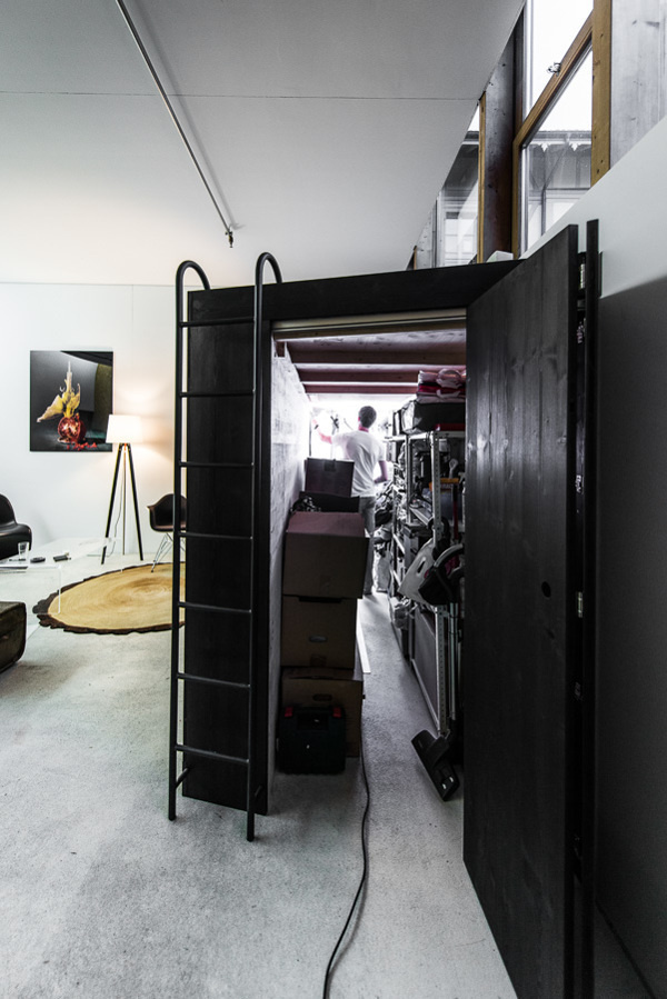 A 'Living Cube' Which Serves As Both A Storage Space And A Bed DesignTAXI.com #interior #loft #closet #furniture #bed #studio