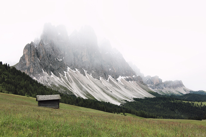 early morning hike on Behance – Lukas Furlan #log #puez #odle #italy #park #photography #cabin #mountains #national