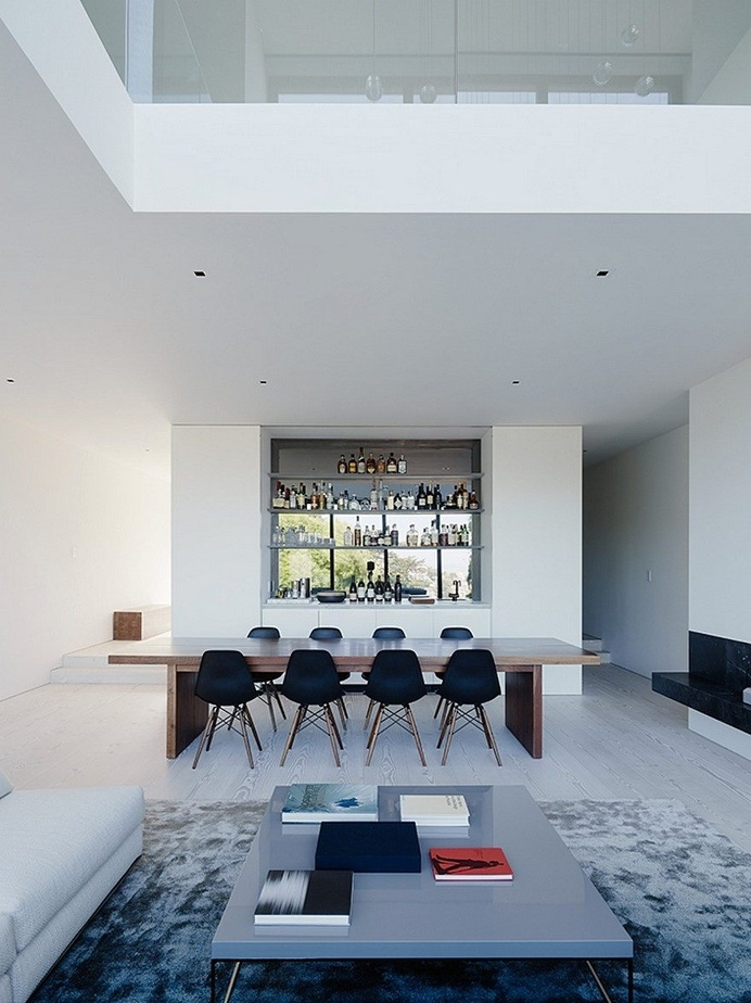 San Francisco Home With a Minimalist White Interior and a Generous Vertical Space 4