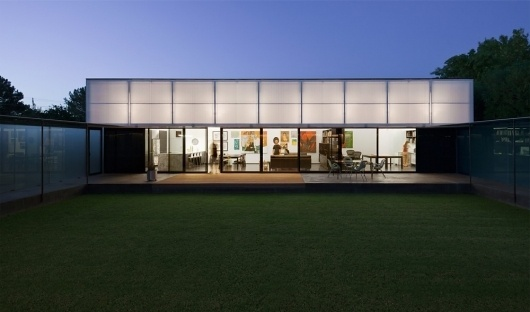 Architecture Photography: Cedar Street Residence / colab studio - Cedar Street Residence / colab studio (138802) – ArchDaily #lawn #grass #colab #architecture #studio #windows