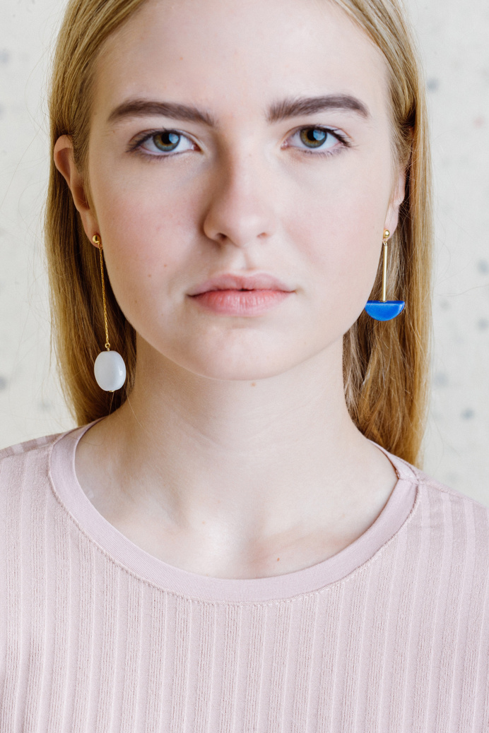 Pedrusco is a brand of minimal beautiful handcrafted design jewelery that works the enameled ceramics from Bilbao, Spain