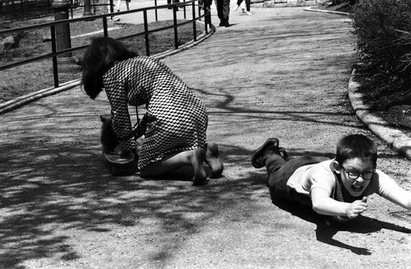 billeppridgeskateboardinginnyc_14.jpeg #b&w #oldschool #skateboard #1960s #york #nyc #new