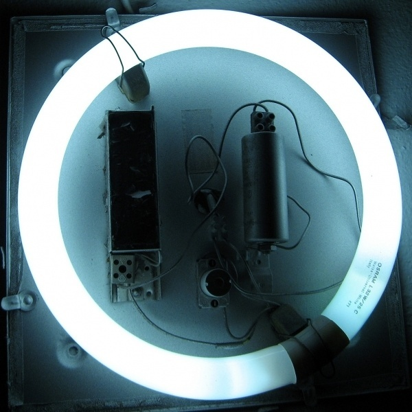 tumblr_m5h892FQwr1qz5xm6o1_1280.jpg (1024×1024) #photo #tube #wires #light #ring