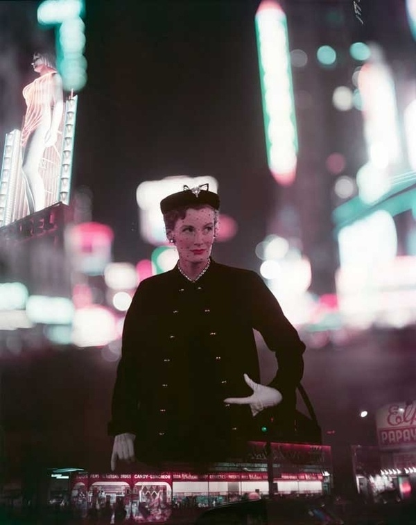 Norman Parkinson - Wenda Parkinson, Times Square - Photos - Photohab - Photographer's Portfolios #fashion #photography #inspiration