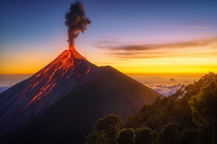 Luis Solano Pochet Captures Amazing Photos of Volcán de Fuego