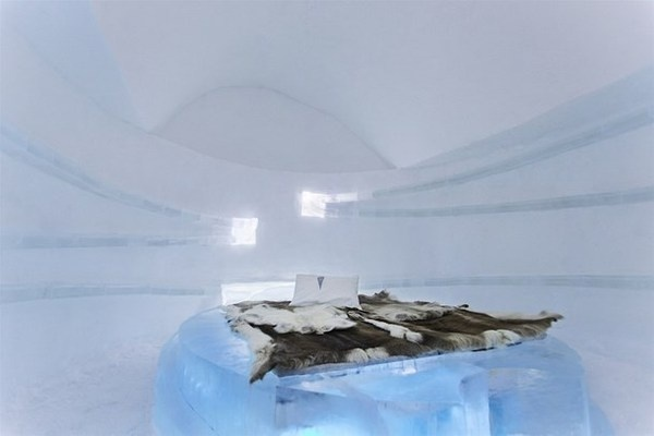 Ice art hotel with modern suite #hotel #ice #art