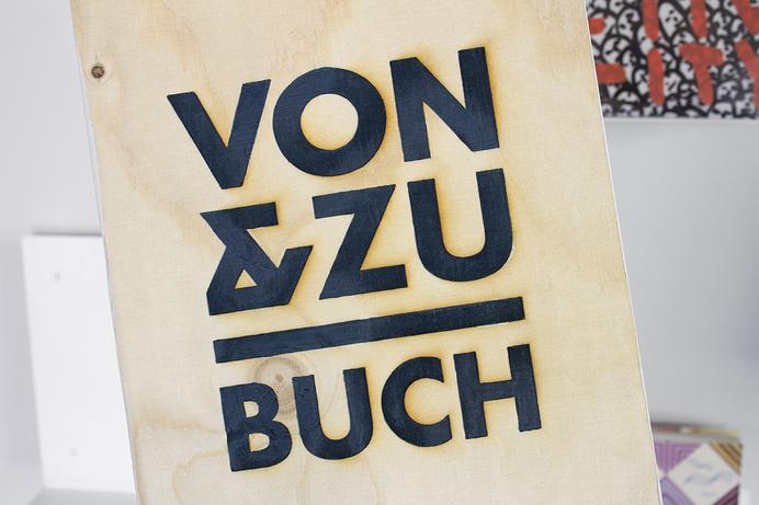 VON & ZU BUCH Logo #branding #shop #book #identity #logo