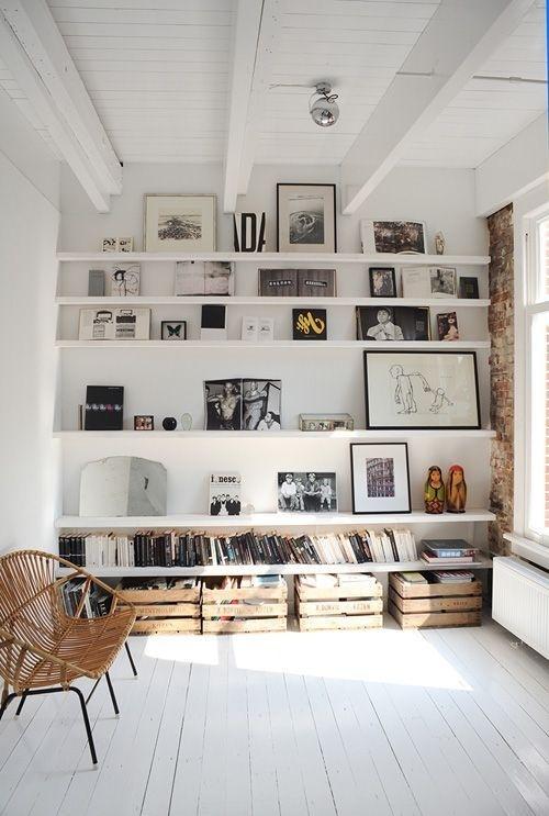batixa: (via Algunas casas bellas | Kireei, cosas bellas) #interior #frames #wall #white