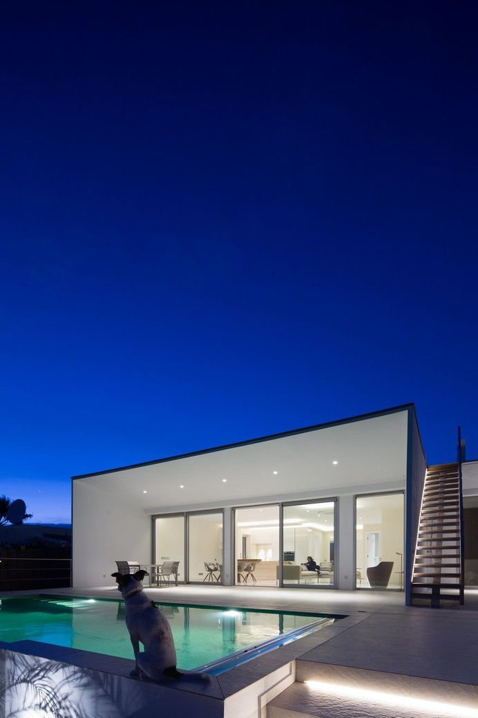 Minimalist Contemporary House Designed To Be a Peaceful Retreat 16