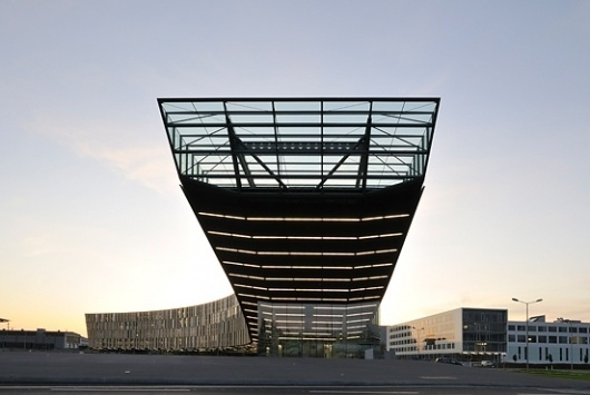 Sales and financial centre voestalpine in Linz / Austria by Dietmar Feichtinger Architectes (FR) @ Dailytonic #architecture