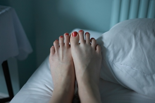 Tina Hillier - Photographer | In Passing #red #foot #photo #tina #hillier #feet