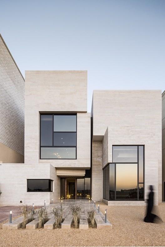 Street House / Massive Order