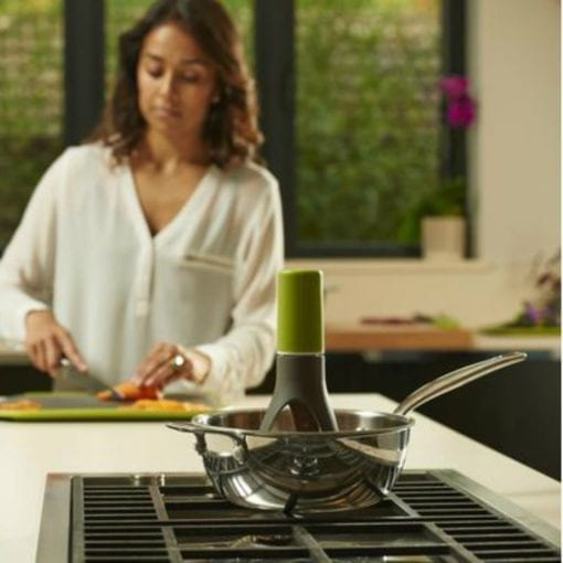 The Automatic Stirrer is the helping hand you need in the kitchen. Simply place it in a pan or pot, turn it on, choose from three speed options, and it will do the job for you. It automatically rotates – stirring sauces and other mixtures properly. Now you will have a free hand to do other kitchen tasks!