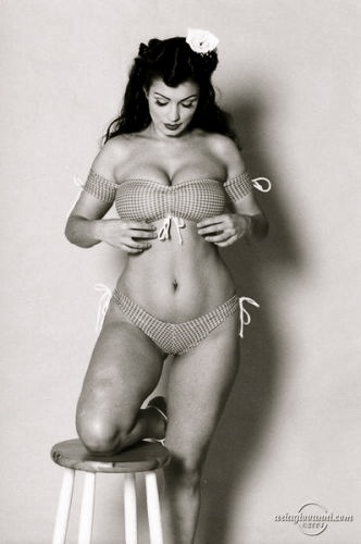 tumblr_memjg1n9Ny1qln339o1_400.jpg (332×500) #50s #body #woman #beauty