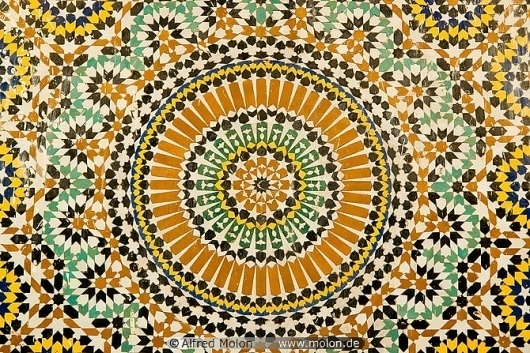 16 Fountain mosaic with Islamic patterns.jpg (JPEG Image, 670x447 pixels) #pattern #morocco