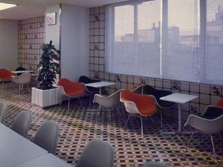 �n�[�}���~���[�̂����ЂƂ'̗��j �鑠�ʐ^���������������y���N�C� #moder #molded #furniture #mid #century #plastic #japan #eames