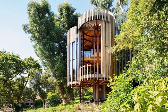 Contemporary Tree House Inspired by Timber Cabins in Cape Town
