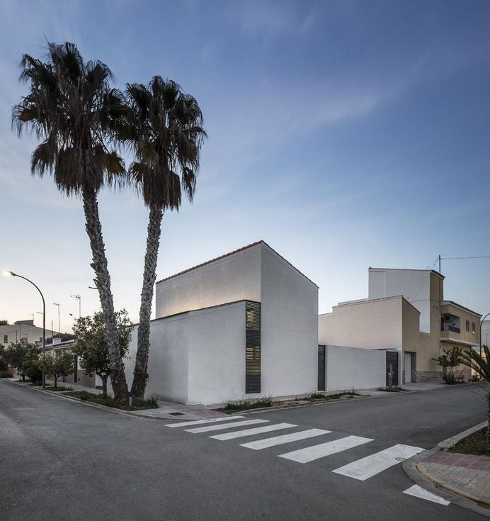 Yard House in Valencia by Alberto Facundo Arquitectura 12