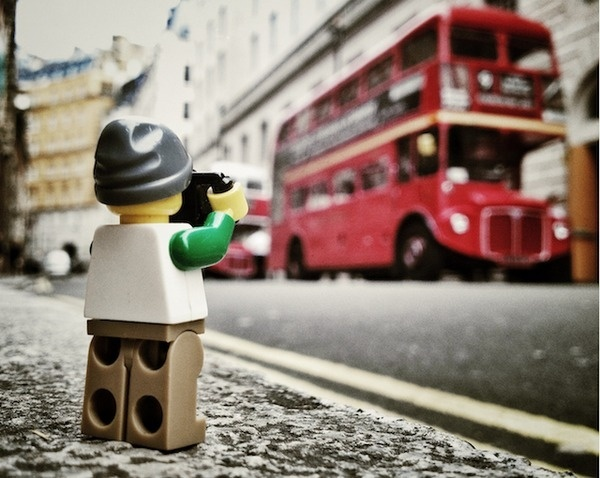 The Legographer – Fubiz™ #miniature #photography #lego #photographer