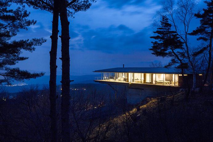 Mountain Ridge Hosting Dramatic Modern Architecture: House in Yatsugatake #mountain #architecture #modern