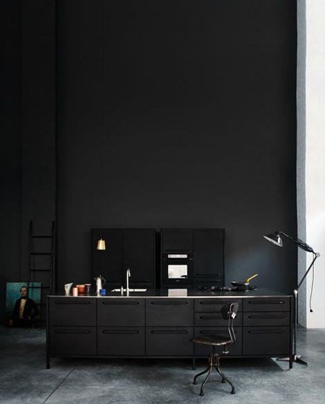 Фотограф Heidi Lerkenfeldt #interior #kitchen #dark