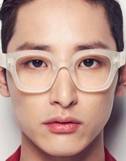 tumblr-lzq4cijjxd1qzjb8ko1-500.jpg (JPEG Image, 500×637 pixels) #glasses