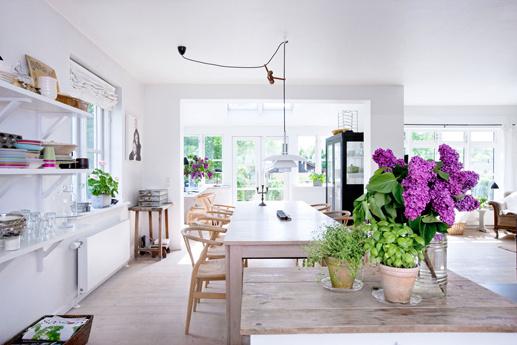 The Design Chaser: Dining Rooms | Bright, White #interior #design #decor #deco #decoration