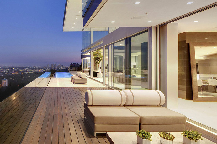The Essence of Modern Living above LA: Luxury Mansion in Hollywood #hollywood #modern #mansion #elegant #architecture #luxury