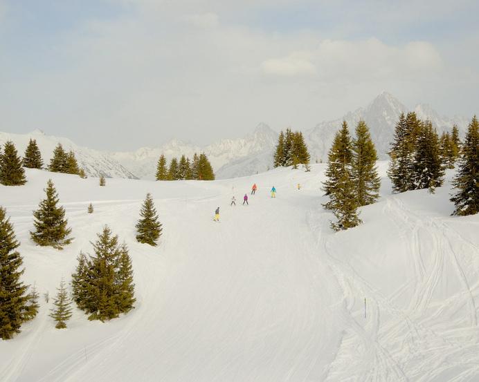 skis, piste, minimal, white, skiers, snow, white, graphic, landscape. #white #mminimal #graphic #snow #landscape #piste #skis #skiers