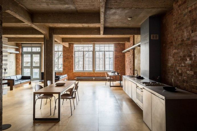 London Industrial Warehouse Converted Into Versatile Living Space