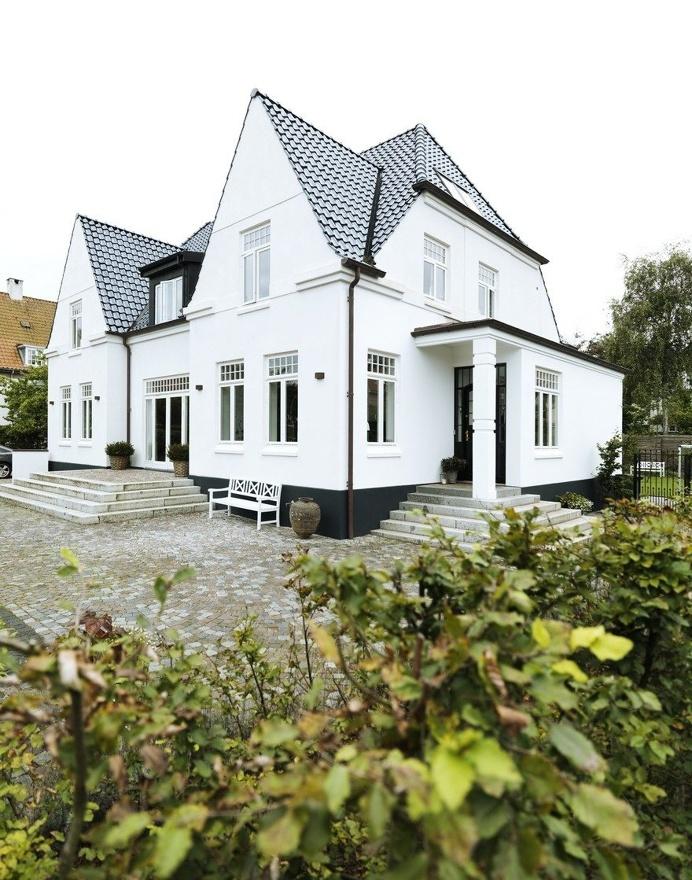 The Modern Transformation of a Historic Mansion in Ã…rhus, Denmark